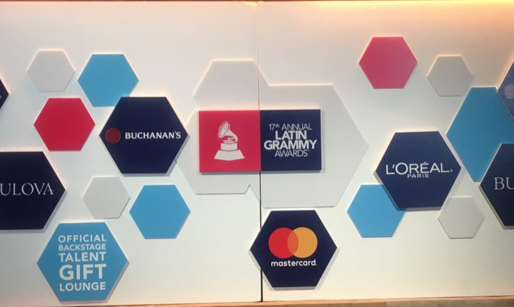 "Latin Grammy consiente a sus nominados en el ""backstage talent gift lounge"""