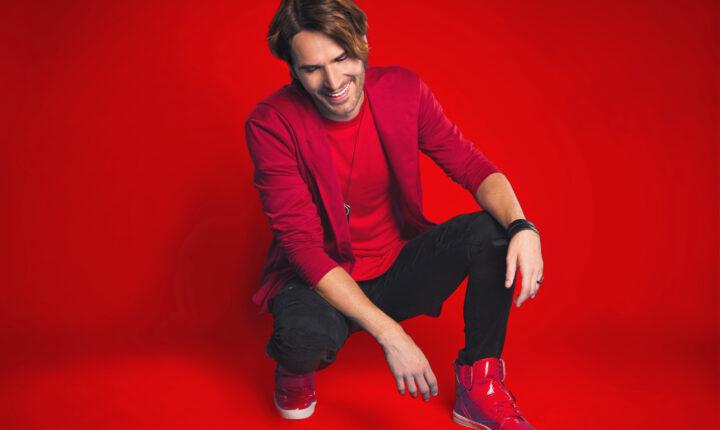 Gerard Flores le da una nueva interpretación a la música pop latina