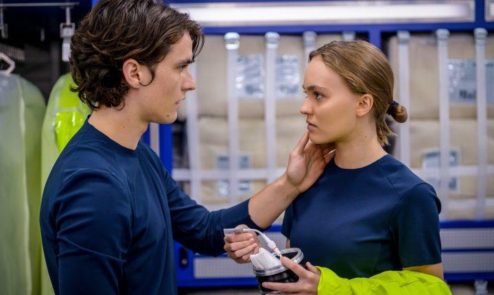 """Hija de Johnny Depp protagoniza el nuevo thriller """"Voyagers"""""""